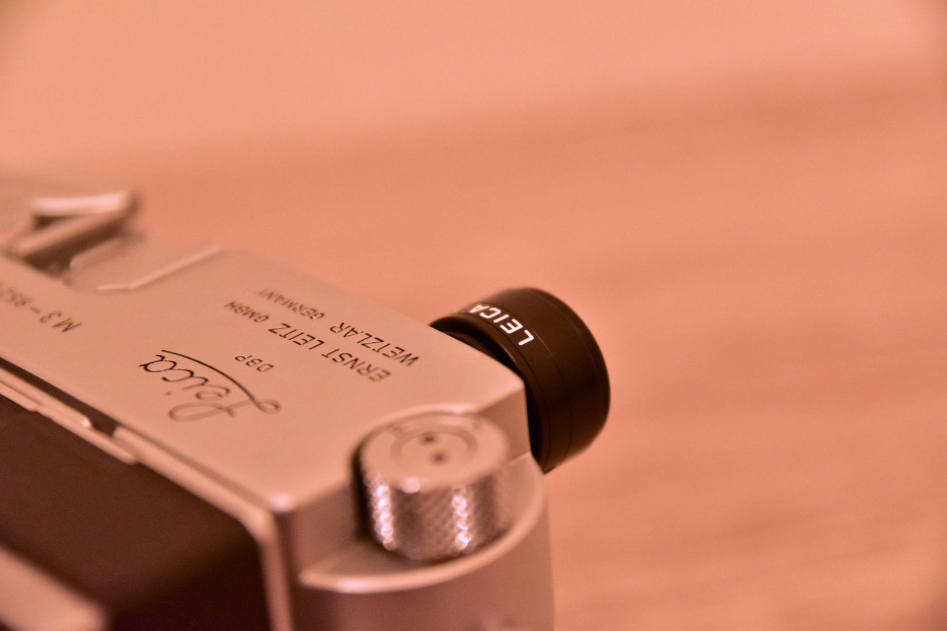 ライカにマグニファイヤーを装着して世界を変えよう。M型用の製品比較と裏技的な使い方の紹介。